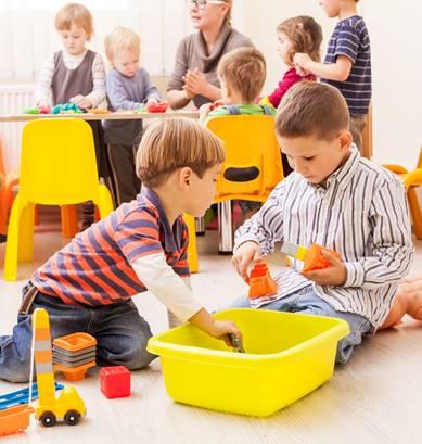 전업주부의 어린이집 이용 제한, 찬성 VS 반대